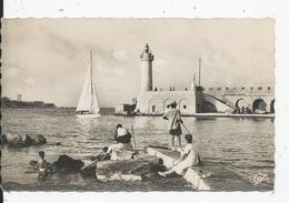 Antibes  Le Phare Et L'Entréedu Port - Antibes