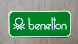 Aufkleber Mit BENETTON-Schriftzug (Kleidung) - Aufkleber