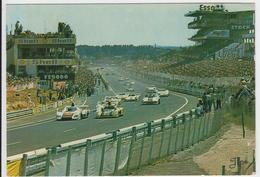 """1 Cpsm Le Mans """"Circuit Des 24 Heures, Vue D'ensemble Des Stands De Ravitaillement Et Des Tribunes"""" - Le Mans"""