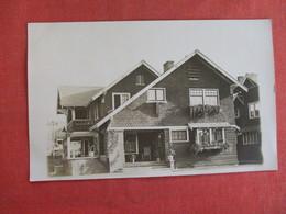 RPPC  Private Home     Ref 2975 - Postcards
