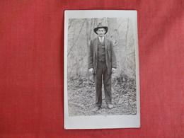 RPPC Man Is Suit & Hat      Ref 2975 - Fashion