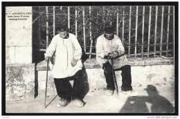 CPA ANCIENNE FRANCE- ANGOULINS (17)- LES DEUX FRERES NONAGÉNERES EN TRES GROS PLAN- COSTUMES ET COIFFE - Angoulins