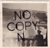 PHOTO ORIGINALE 39 / 45 WW2 WEHRMACHT FRANCE PARIS SOLDAT ALLEMAND REGARDE LE TROCADERO - Guerre, Militaire