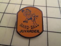 Pin715a : Pin's Pins / RARE & BELLE QUALITE / THEME : SPORTS / HAND-BALL CLUB JUVARDEIL - Handball