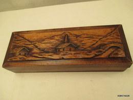 Boite A Gants  Longue De 29 Cm Sur 10 Et 6 Cm De Haut Paysage De Montagne En Relief  Tres Bon Etat - Arte Popolare