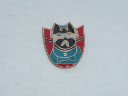 Pin's MASQUE DE CATCHEUR  02 - Badges