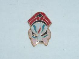 Pin's MASQUE DE CATCHEUR  03 - Badges