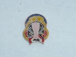 Pin's MASQUE DE CATCHEUR  04 - Badges