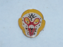 Pin's MASQUE DE CATCHEUR  06 - Badges