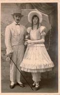 Photo Ancienne /carte Photo Couple En Costume Des Années 1830 , Photographie Studio Non Localisée - Anonymous Persons