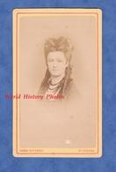 Photo Ancienne CDV Vers 1870 - SAINT ETIENNE - Portrait Jeune Femme Coiffure Collier Bijou - Photographe Cheri Rousseau - Fotos