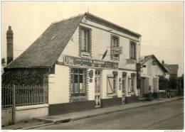 76 - FLOCQUES - Cafe Tabac M. Pecqueur Avec Pompe A Essence - France