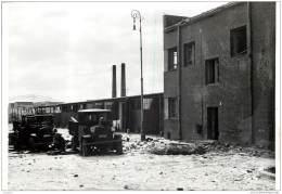 Militaria - Lot De 3 Photos D'un Bombardement D'une Usine D'armement Ou Industrie Durant La 2nde Guerre WW2 - Krieg, Militär