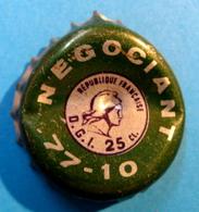 CAPSULE NEGOCIANT REPUBLIQUE FRANCAISE D.G.I. 25 CL 77-10 - Capsules
