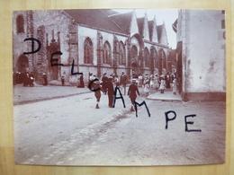 28 LA BAZOCHE GOUET 1899 SORTIE DE L'EGLISE - TIRAGE ALBUMINE - Autres Communes