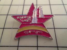 Pin816A : Pin's Pins / RARE & BELLE QUALITE / THEME : SPORTS / GOODWILL GAMES SEATTLE 90 La Copie Honteuse Des Jeux Olym - Badges