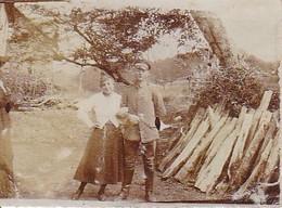 Foto Deutscher Soldat Mit Frau - Ca. 1910 - 6*4cm (35033) - Krieg, Militär