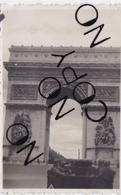 PHOTO ORIGINALE 39 / 45 WW2 WEHRMACHT FRANCE PARIS TRANSPORT DE TROUPES ALLEMANDS DEVANT L ARC DE TRIOMPHE - Guerre, Militaire