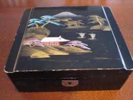 Boite à Bijoux En Bois Laqué Décor Asiatique ±17x15x6cm (sans La Clé) - Boîtes/Coffrets