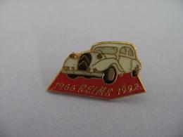 Pin's TRACTION CITROËN REIMS 1966-1992 Automobile Voiture Chevrons époxy. - Citroën