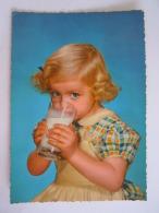 Enfant Fillette Avec Verre De Lait Meisje Met Glas Melk Edit AFKH Gelopen Temse 1956 - Portraits