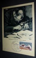 Carte Postale - Artiste Graveur (Me Decaris) Gravant Un Poinçon - Carte Philatélique - Timbres (représentations)