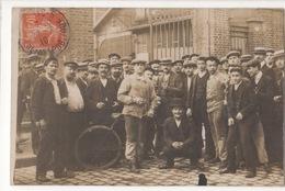 Carte Postale Photographie D' Ouvriers Devant L' Usine - Industry