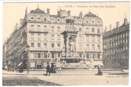 POSTAL     LYON  -FRANCIA  - FUENTE Y PLAZA DE LOS JACOBINOS  (FONTAINE ET PLACE DES JACOBINS) - Lyon