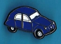PIN'S //  ** 2 CV / CITROËN ** DEUDEUCHE BLEU ** - Citroën