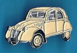 PIN'S //   ** 2 CV CITROËN ** ÉTAT DEUDEUCHE BEIGE ** . (F T P) - Citroën