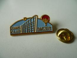 PIN'S   DAVEZIEUX ARDECHE  TENNIS CLUB   MONTGOLFIERE - Airships