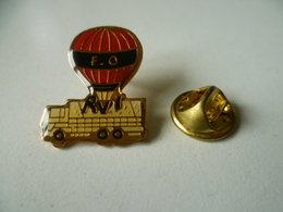 PIN'S MONTGOLFIERE   SYNDICAT  FO RVI  CAMION  RENAULT - Airships