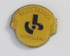 1 Pin's RADIO FRANCE MARSEILLE 96.7 - Medias