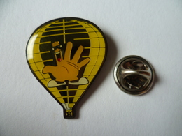 PIN'S MONTGOLFIERE MAIN  HAND - Airships