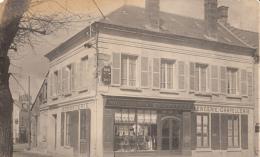 02- Vic Sur Aisne    Place De La Mairie Tres Rare  Sous Cet Angle  Carte Photo - Vic Sur Aisne