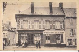 02- Vic Sur Aisne    Place De La Mairie Tres Rare  Sous Cet Angle   Belle Animation - Vic Sur Aisne