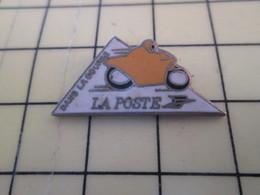 Pin411c Pin's Pins / Beau Et Rare : Thème POSTE / MOTO JAUNE LA POSTE DANS LA COURSE Pas Pour Livrer Le Courrier !!! - Mail Services