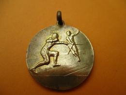 ESCRIME / Médaillon De Cou / Non Attribuée/ Bronze /Contaux/ Vers 1980-90           SPO267 - Fencing