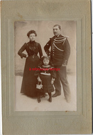 Photo Cartonnée Gendarme ? En Famille- - Guerre, Militaire