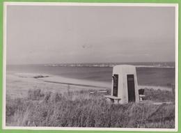Rare Photographie De Presse Guerre 1939 1945 COLLEVILLE Sur Mer Calvados Plage Du Débarquement Vestige épave US Army - War, Military