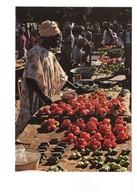 Gambie Gambia Afrique At The Market Marché Marchande Légume Légumes Fruit Fruits - Gambie