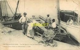 85 Les Sables D'Olonne, Sur Les Quais En Face De La Poissonnerie, Sablaise Avec Brouette De Filets.., Carte Pas Courante - Sables D'Olonne