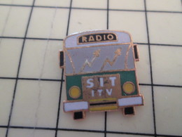 Pin511a Pin's Pins / Beau Et Rare : Thème TRANSPORTS / CAR BUS AUTOCAR AUTOBUS RADIO SIT TV - Transports