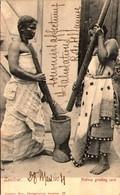 ZANZIBAR - Natives Grinding Corn - Tanzanie