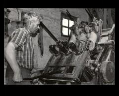 22 - SAINT-GILLES-DU-MENE - Sabotier - Métiers - 1973 - Photo LESSART - Altri Comuni