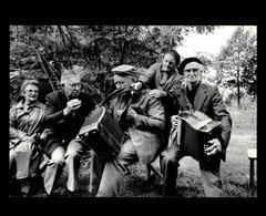 35 - BAZOUGES-LA-PEROUSE - Assemblée De La Bouèze - 1984 - Accordéon - Autres Communes