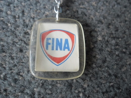 1 PORTE CLEFS FINA Huile Auto Automobile Petrofina Pétrole Belge Belgique Elle A Fusionné En 1999 Avec Total @ Vers 1965 - Porte-clefs