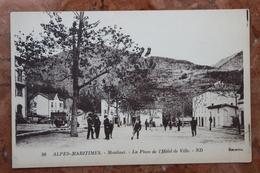 MOULINET (06) - LA PLACE DE L'HOTEL DE VILLE - JEU DE BOULES - Francia