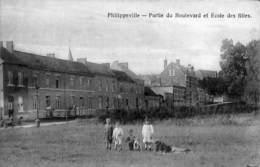 Philippeville - Partie Du Boulevard Et Ecole Des Filles (animée, 1919, Cachet Armée Belge) - Philippeville