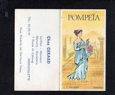 """1977 Calendrier De Poche Parfumé / Parfum  """"Pompeïa """" De L.T.Piver / Coiffeur Mercerie """"Chez Gérard"""" Hérouvillette 14 - Calendriers"""